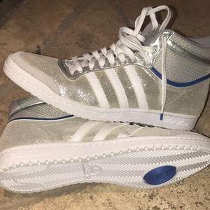 le strisce bianche adidas le scarpe da corsa poshmark